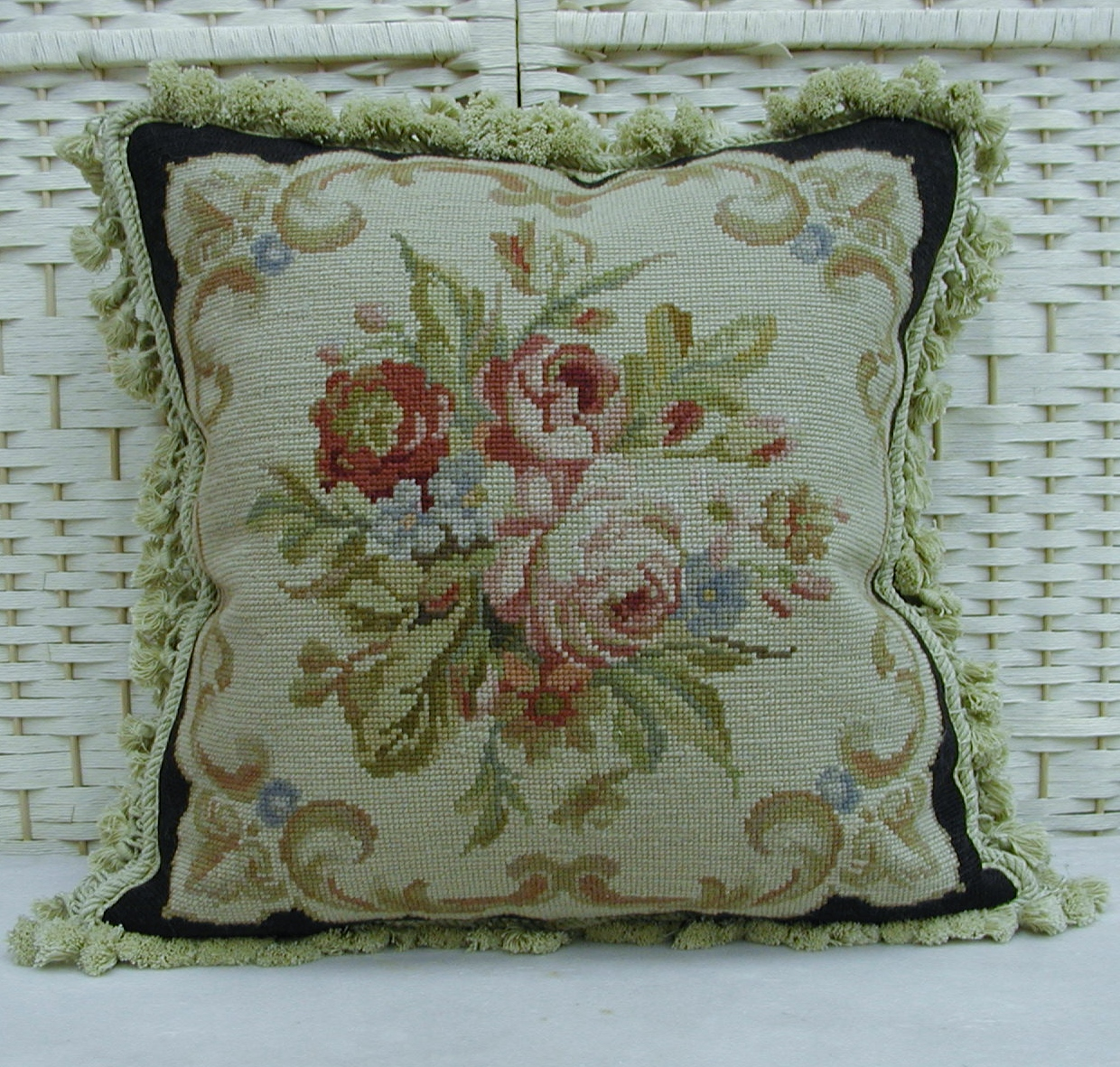 18″ x 18″ Handmade Roses Black Wool Needlepoint Cushion Cover Pillow Case 12980003
