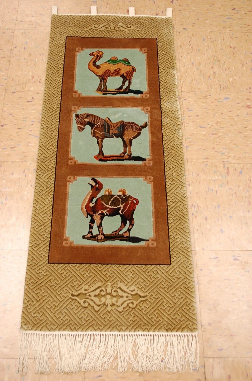 1'6 x 4′ Hand-knotted Silk Chinese Art Deco Nichols Horse and Camel (唐三彩) Rug Tapestry Wall Hanging 12980539 (8)